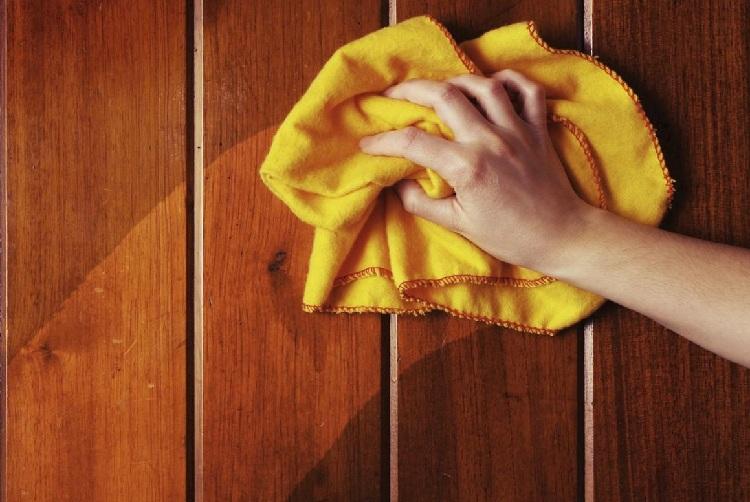 Cách vệ sinh bàn ghế gỗ hết bụi bẩn mạng nhện - Vệ sinh Anh Thư