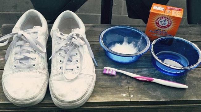 cách giặt dày thể thao bằng baking soda