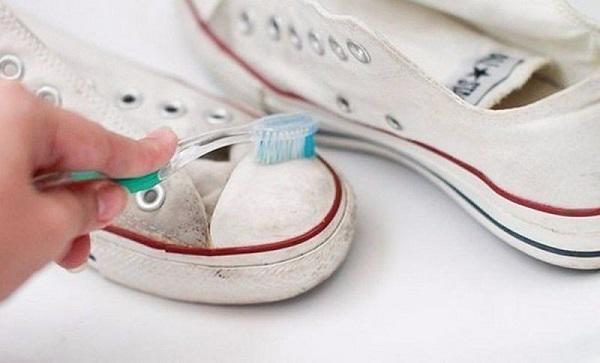 5 Cách Giặt Giày Thể Thao Sạch Hiệu Quả