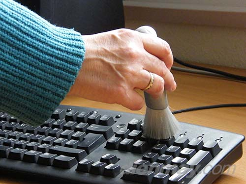 cách vệ sinh bàn phím laptop