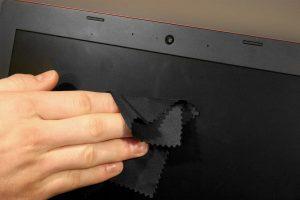 Cách vệ sinh màn hình laptop hiệu quả