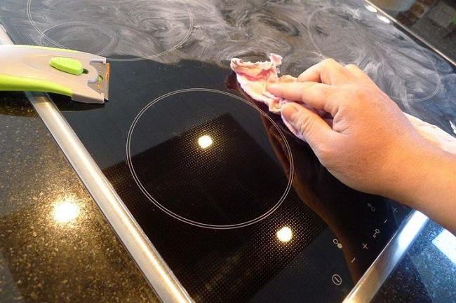 cách vệ sinh mặt bếp hồng ngoại luôn sạch