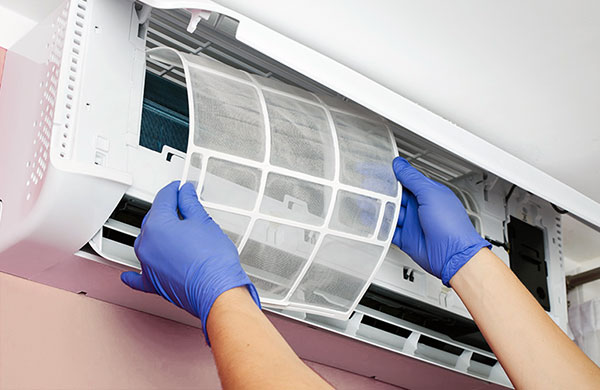 làm vệ sinh máy lạnh tphcm