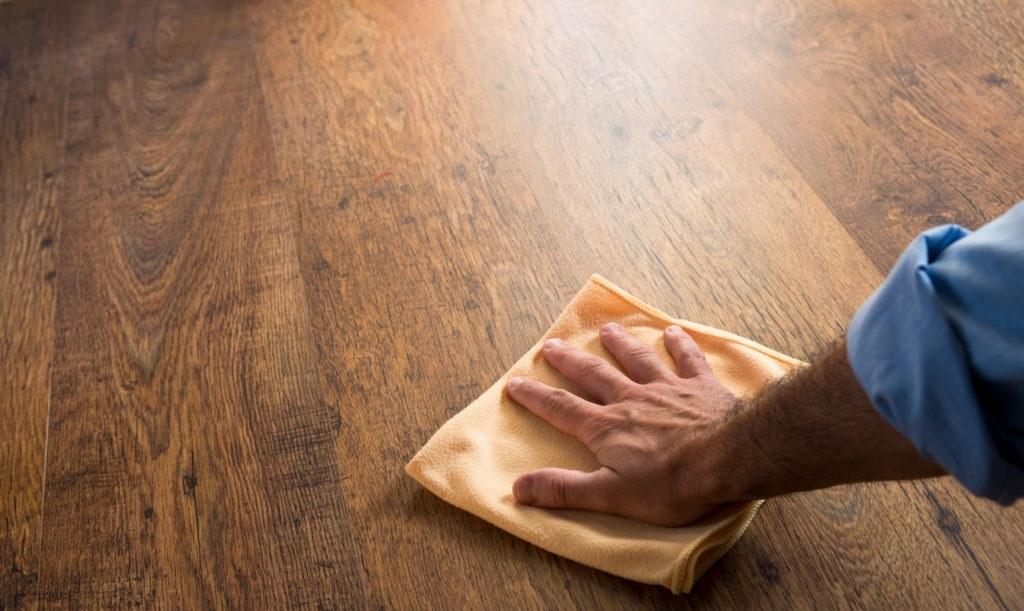 Cách vệ sinh sàn gỗ công nghiệp - 1